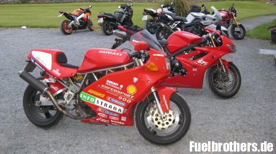 Deutsche Motorradtouristen auf Islay