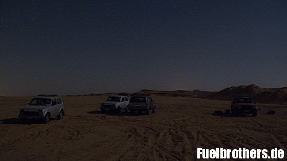 Chrysler und Lada in der Wüste